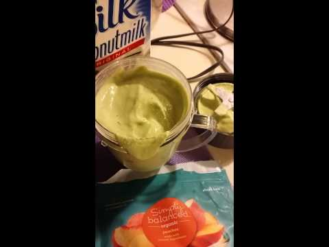 How to make a smoothie with organic ingredients!